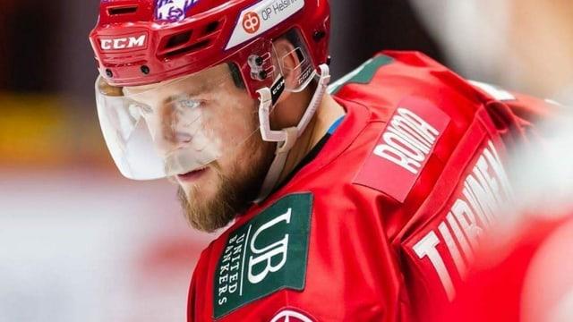 Il giugader da hockey Teemu Turunen.