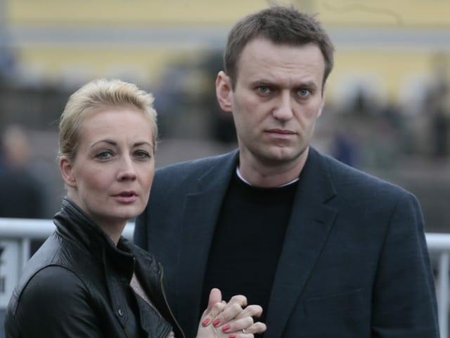 Alexej Nawalny mit seiner Ehefrau