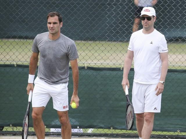 Roger Federer soll bald wieder mit dem Tennistraining loslegen können.