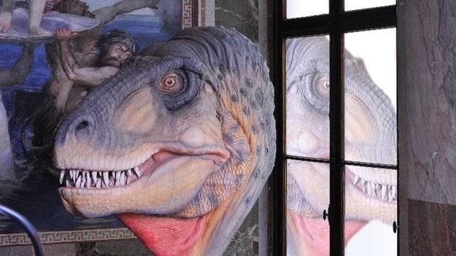 Kopf eines Sauriers aus der Ausstellung im Naturhistorischen Museum im Berri-Bau.