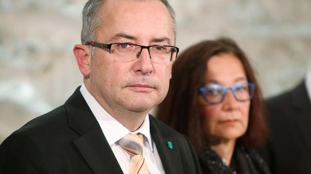 Thomas Ammann (CVP) steht neben Yvonne Gilli (Grüne).