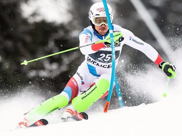 Purtret da Carlo Janka durant il slalom ad Are.