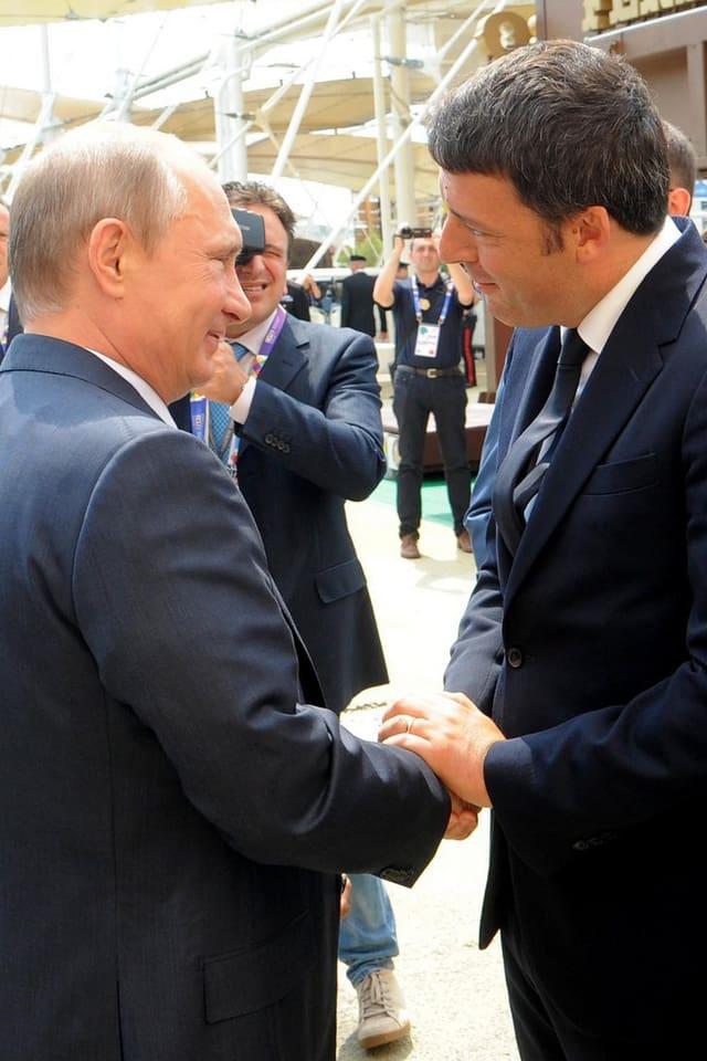 Putin und Renzi beim Händedruck.