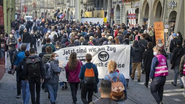 Zu sehen Demonstrierenden in Bern