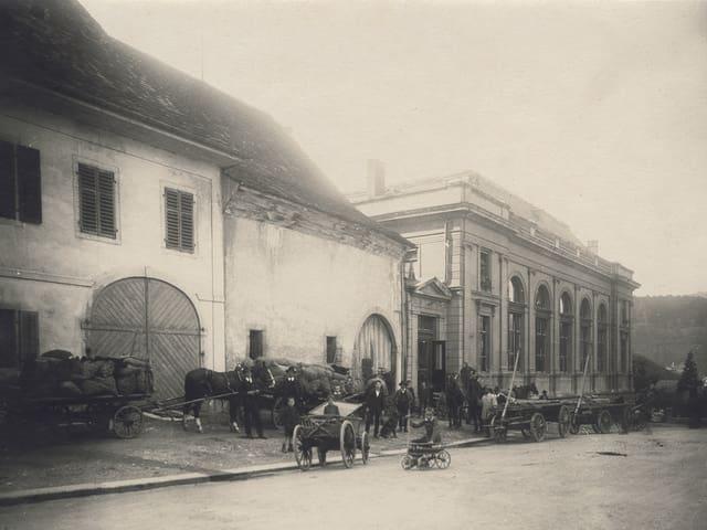 Bei Saalbau (heute Kultur- und Kongresshaus) in Aarau wurden Kartoffeln im Empfang genommen …