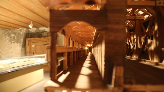 Model da la punt da lain veglia exponì en il Museum Regiunal Surselva.