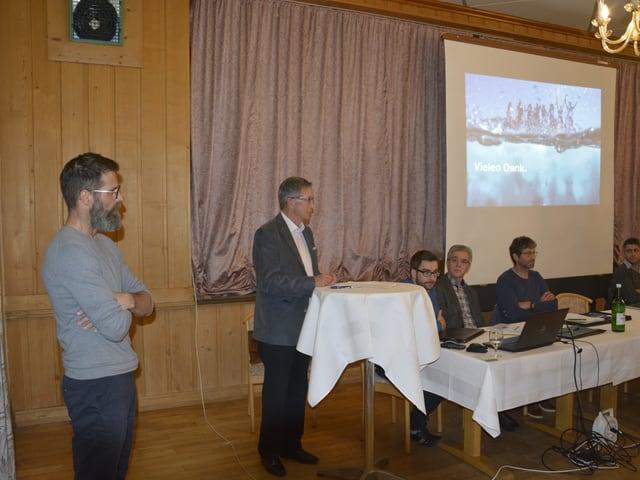 Andreas Bärtsch (sen.) e il president da l'uniun Rino Caduff declera la situaziun.
