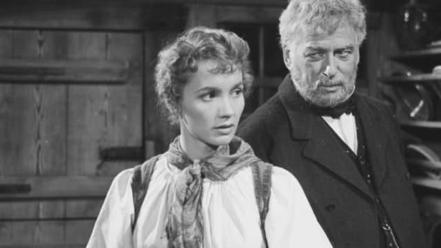 Liselotte Pulver und Leopold Biberti in einem Filmausschnitt.