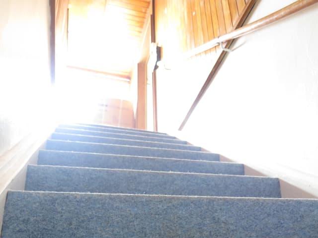 Eine Treppe.