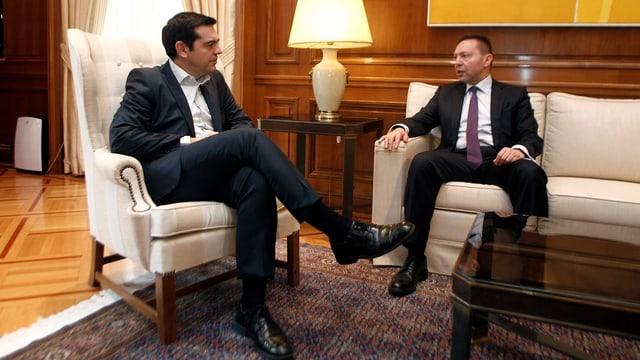 Alexis Tsipras im Krisengespräch mit dem Chef der griechischen Zentralbank Giannis Stournaras.