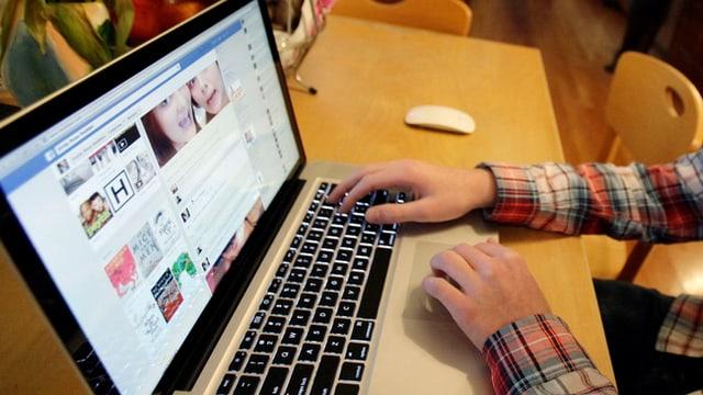 Eine Drohung über Facebook kann vor dem Richter enden. Dies zeigt der aktuelle Fall.