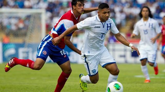 Honduras' Emilio Izaguirre im Zweikampf.