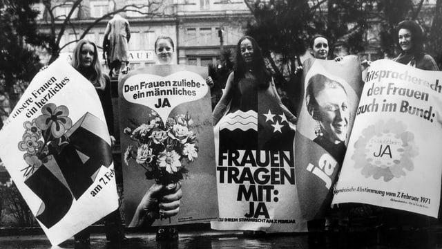 Frauen kämpfen für ihr Recht.