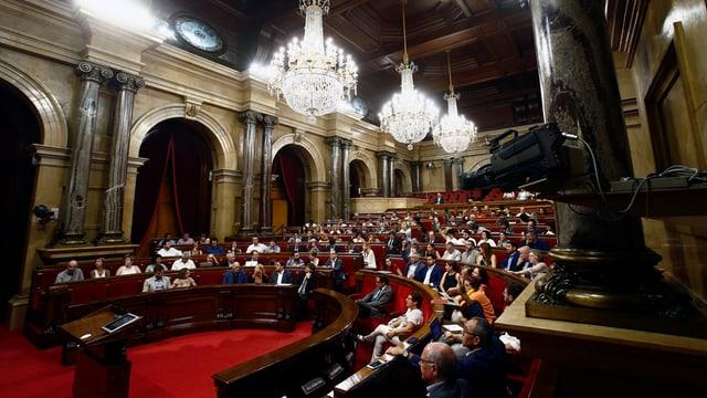 Il parlament da la Catalugna ch'aveva decidì sia independenza ils 28 da fanadur 2016.