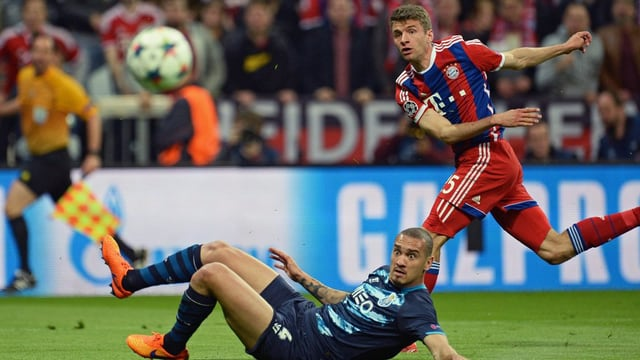 Thomas Müller sajetta in ulteriur gol en la Champions League.