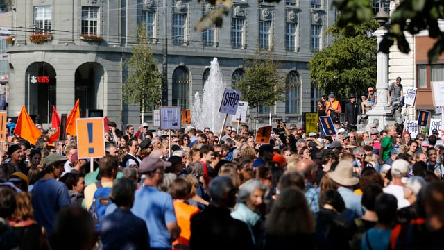 Demonstrants a Bienna.