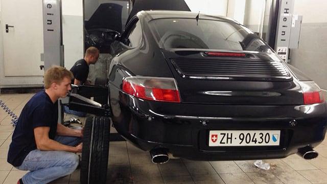Video «Porsche vs. BMW» abspielen
