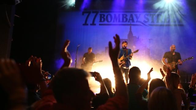 Konzert von 77 Bombay Street