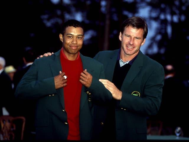 Nick Faldo kleidet Tiger Woods traditionsgemäss ein