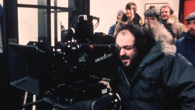 Stanley Kubrick bei der Arbeit auf dem Filmset.