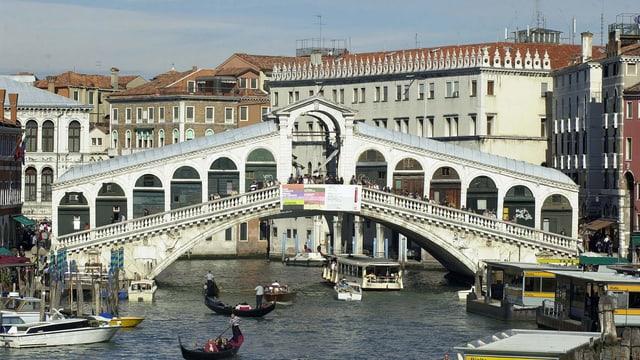 Die Rialto-Brücke in Venedig