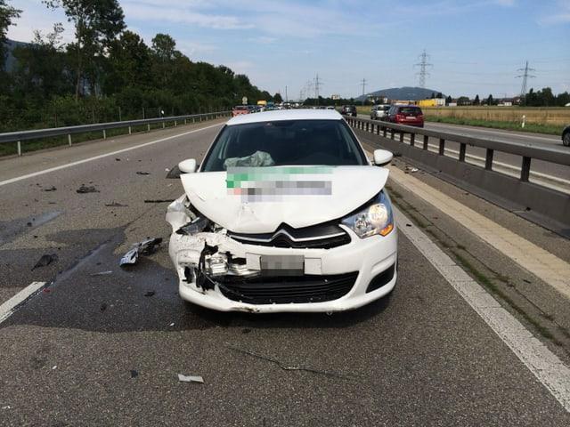 Zerstörtes Auto bei Oberbuchsiten auf der A1.