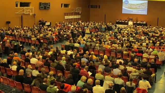 Die gut besuchte Gemeindeversammlung von Uetikon.