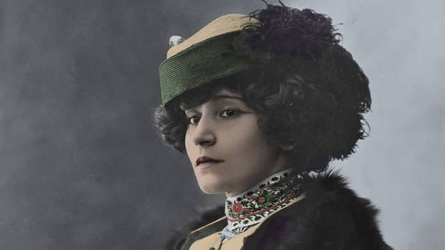 Die echte Autorin Colette.