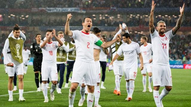 l'equipa naziunala svizra festivescha sia victoria cunter la Serbia