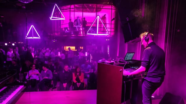 «SRF Purple Nights #03»: DJ Bang Goes sorgt für elektronische Beats (06.04.18, SUD Basel).