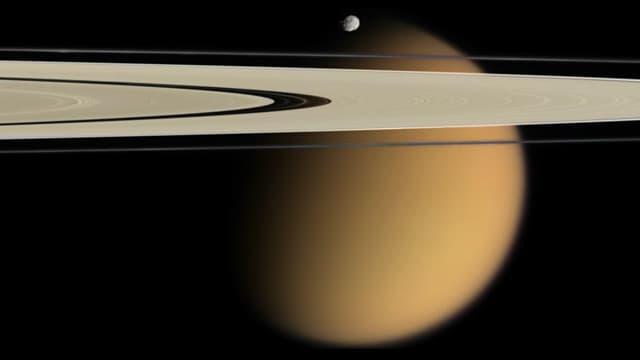Titan mit Epimetheus und Saturn-Ringen