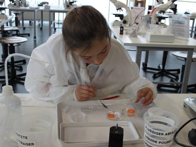 Livia im Labor
