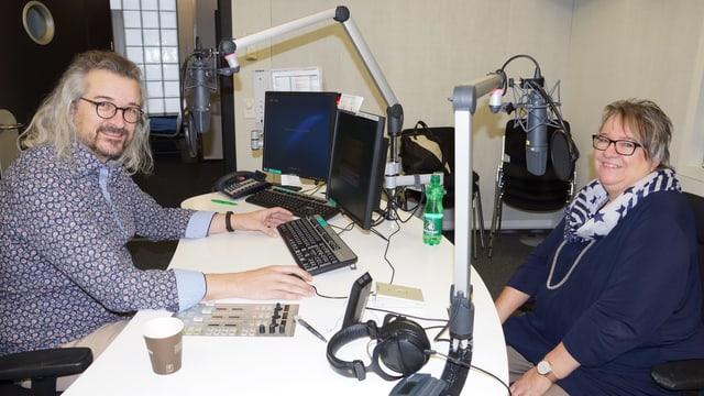 Dani Häusler und Bernadette Roos im Radiostudio.