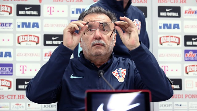 Kroatiens Trainer Ante Cacic an einer Medienkonferenz.