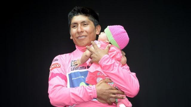 Nairo Quintana mit seinem Töchterchen.