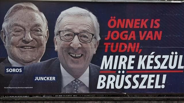 Die Plakate zeigen Investor George Soros als Einflüsterer von Jean-Claude Juncker.