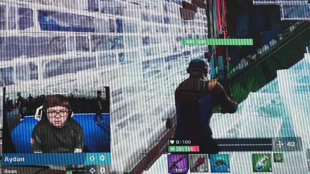 Screenshot einer Fortnite-Szene. Unten links ein Bild-im-Bild eines Spielers.