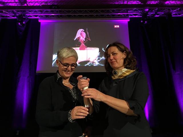 Susanna Fanzun e Menga Huonder-Jenny en occasiun dals Dis da litteratura a Domat.