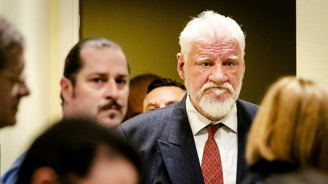 Der kroatische Kriegsverbrecher Slobodan Praljak beging vor laufender Kamera Suizid.