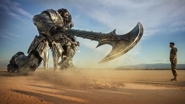 Ein Riesenroboter bedroht einen Armeeoffizier.