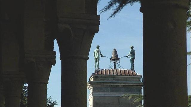 Ina statua en il cittad dad Udine.