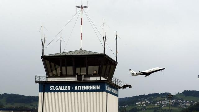 Flugplatz Altenrhein mit startenden Flugzeug