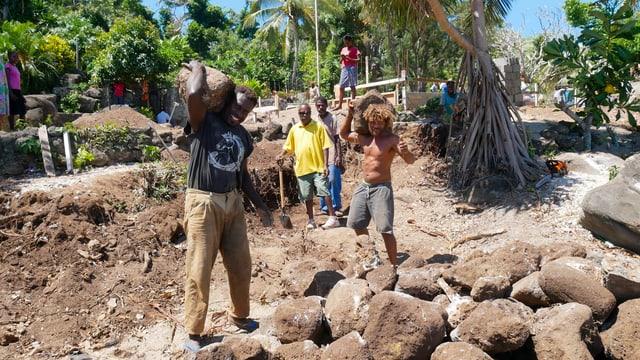 Gilou Tatube organisiert den Wiederaufbau der Kirche von Nekapa auf der Insel Nguna.