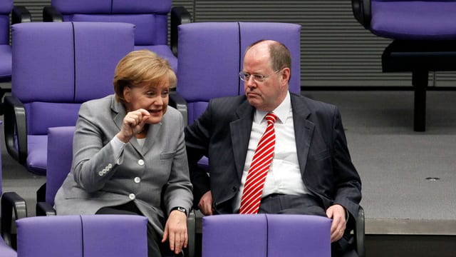 Merkel und Steinbrück aufgenommen wärend einer Bundestagsdebatte 2009