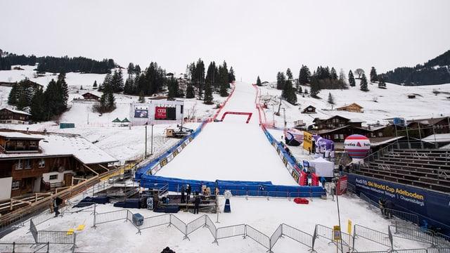 L'arrivada da la cursa da skis dal Chuenisbärgli.