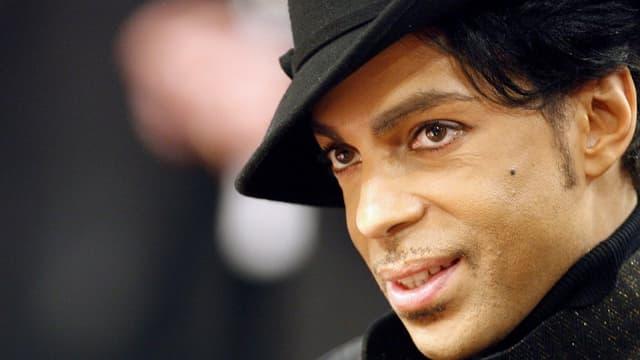 Sänger Prince mit Hut