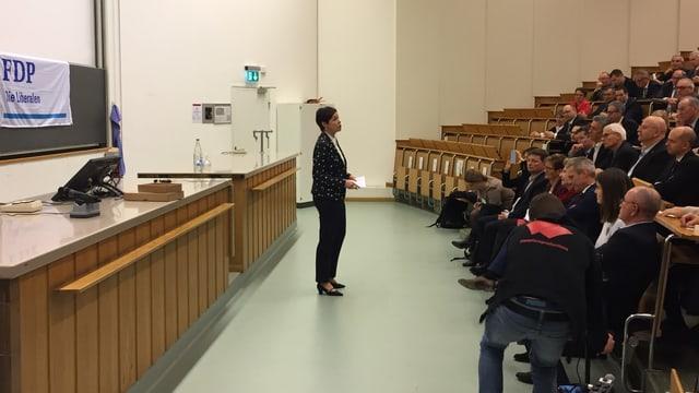 Monika Gschwind spricht vor der FDP Baselland