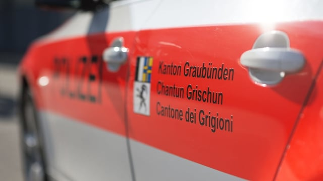 Auto da la polizia dal chantun Grischun.
