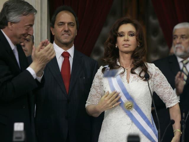 Amtseinführung von Cristina Kirchner mit blau-weisser Schärpe