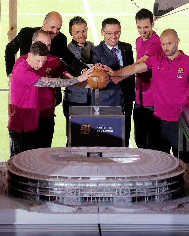 Präsentation Modell Fussballstadion.